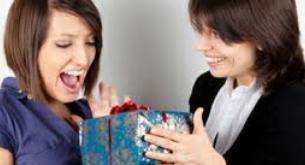 Devo jogar fora os presentes de natal que não gosto?