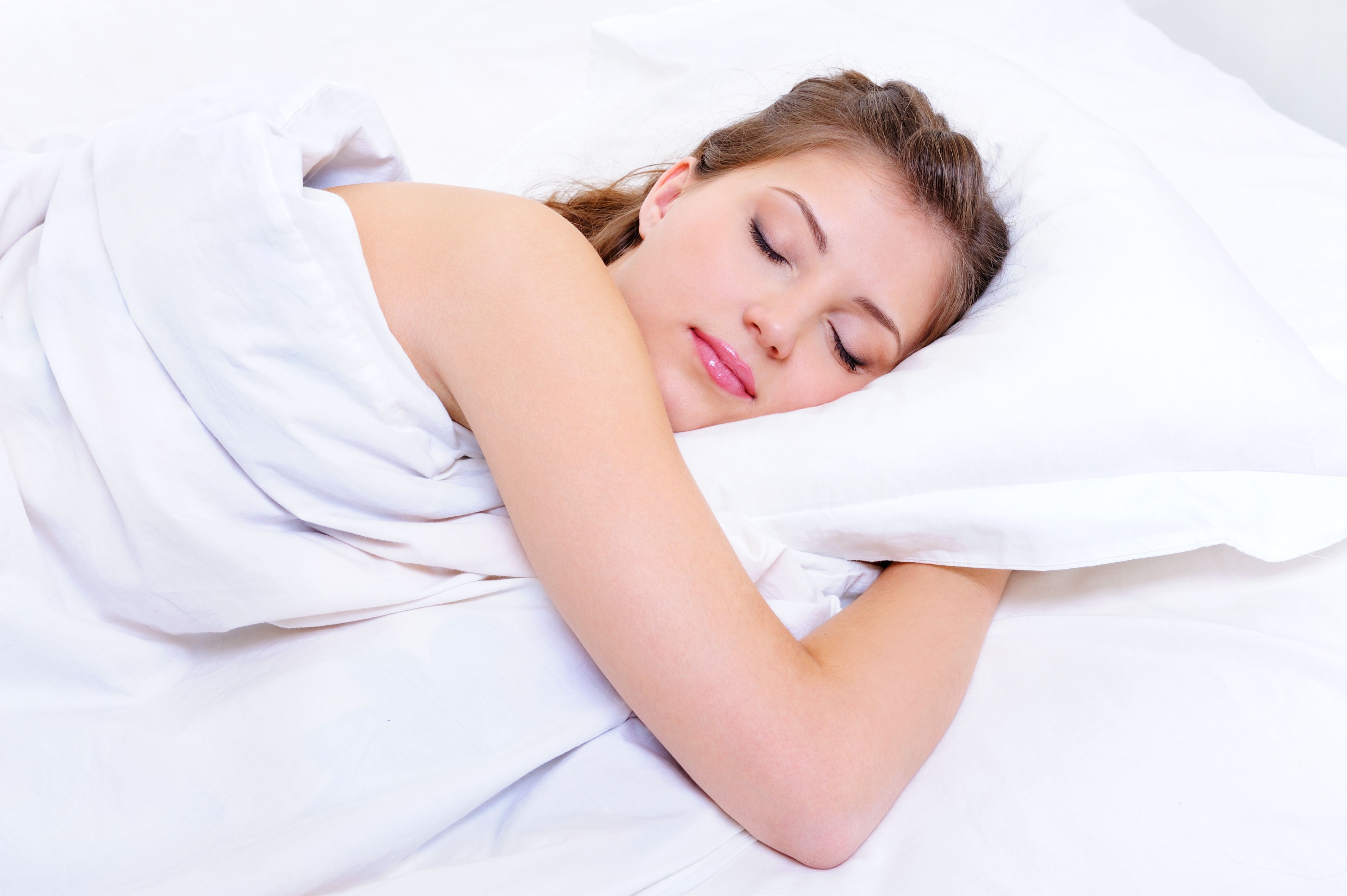 Benefícios de dormir sem roupa